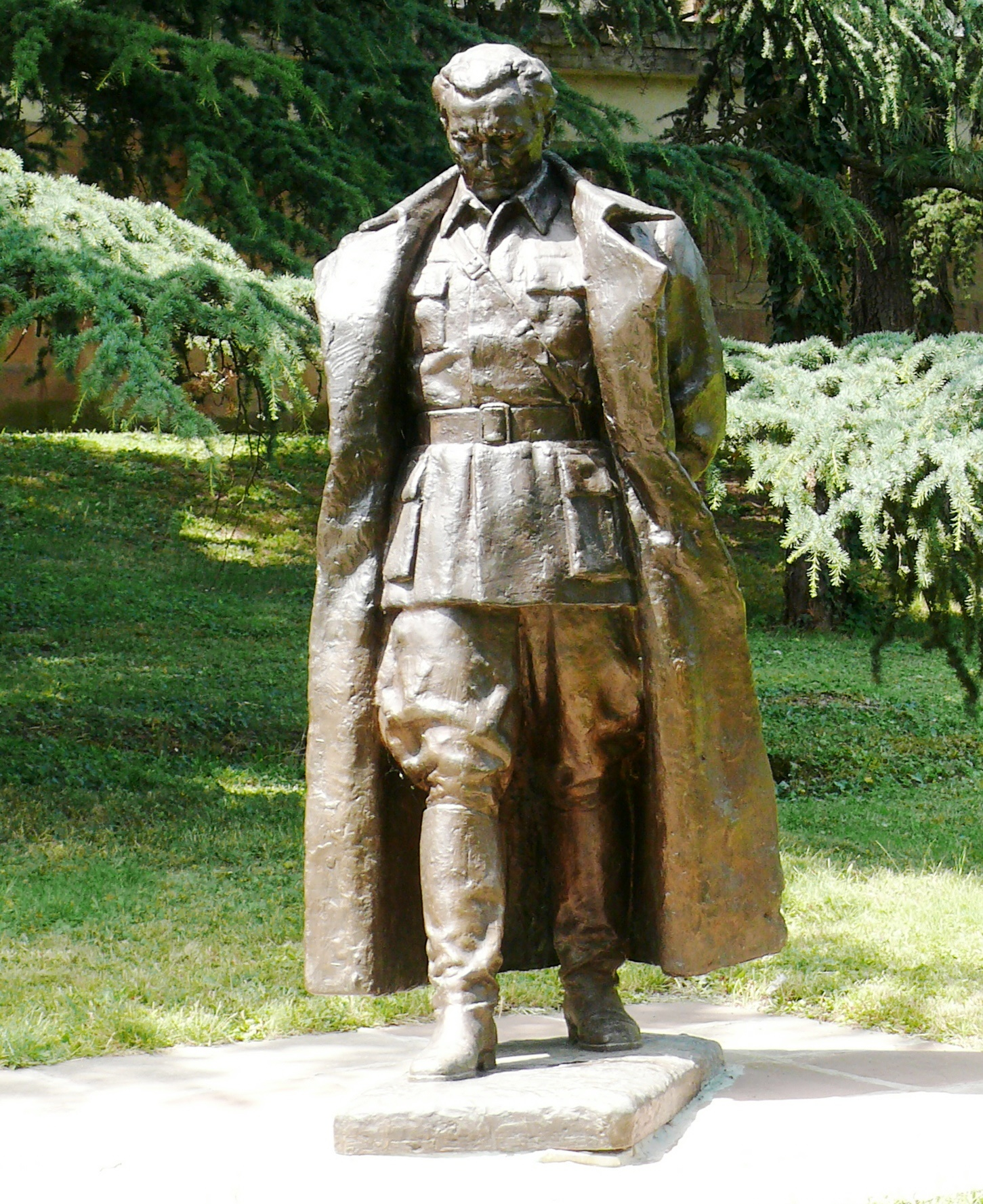 0001-tito-statue